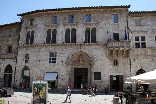Perugia,_palazzo_del_Capitano_del_popolo